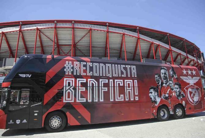 Неизвестные забросали автобус Бенфики камнями — есть пострадавшие